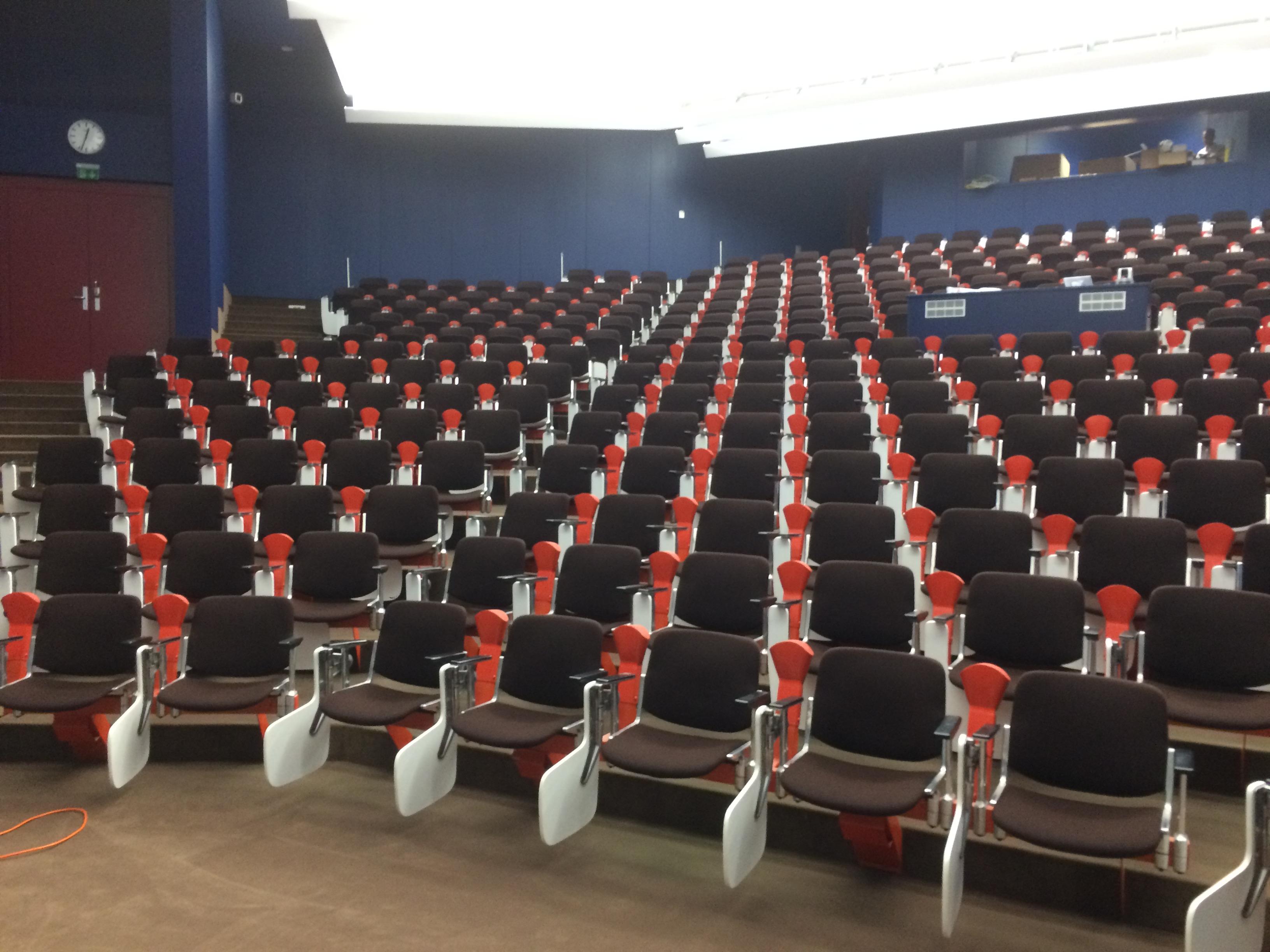 HUCKA Reinigung Stühle mit Gestell MPI Hörsaal (2)