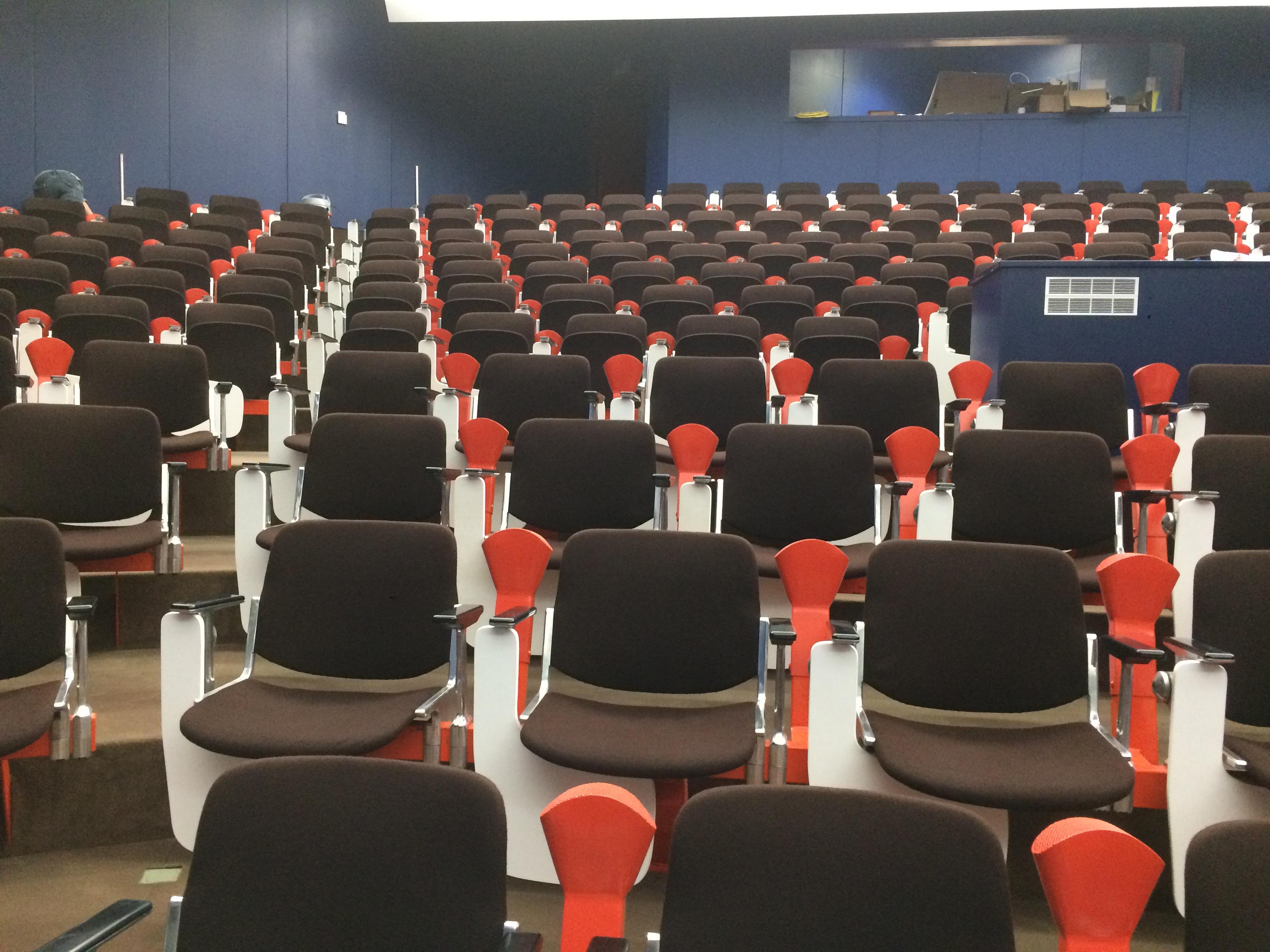 HUCKA Reinigung Stühle mit Gestell MPI Hörsaal (3)