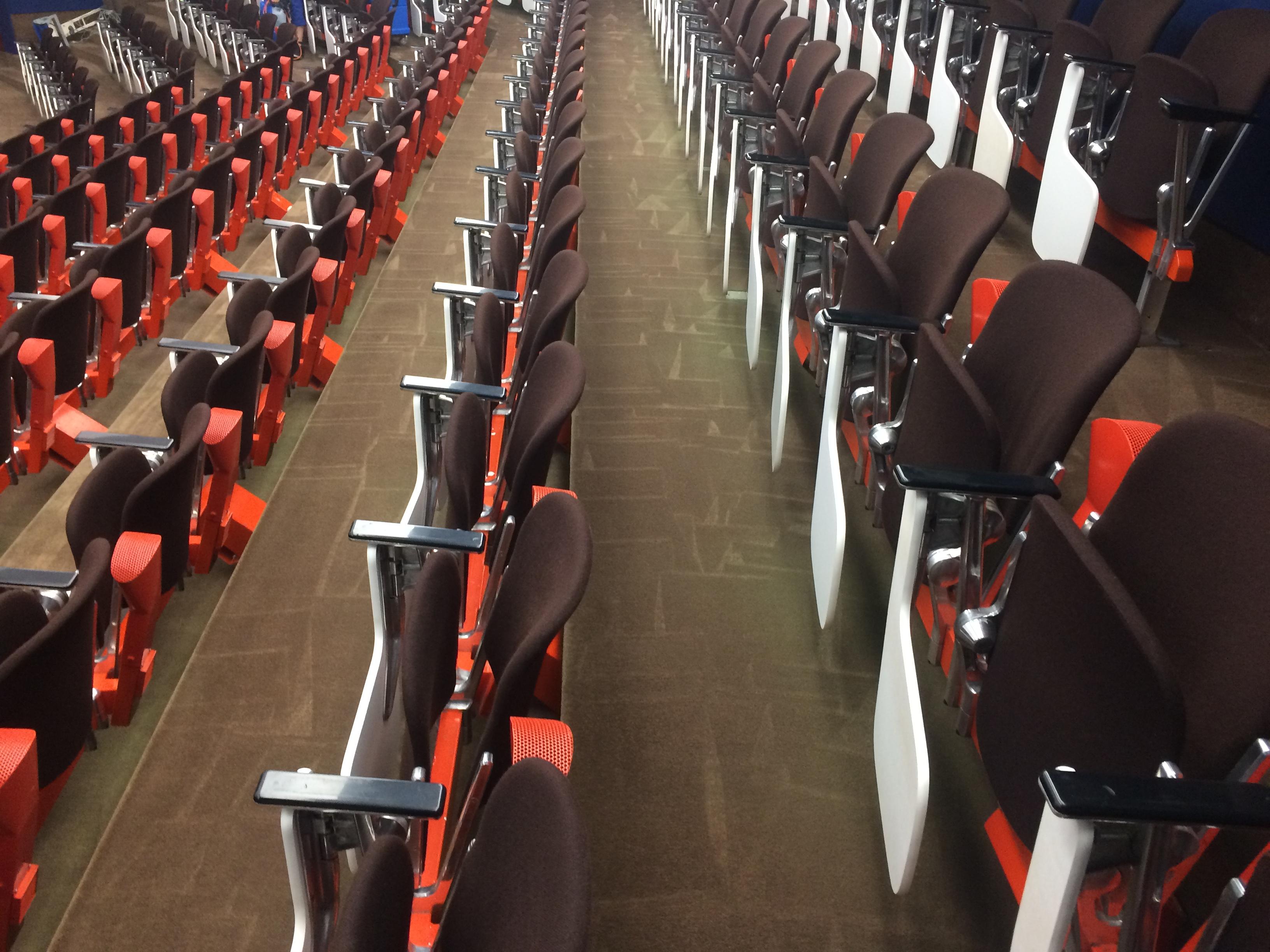 HUCKA Reinigung Stühle mit Gestell MPI Hörsaal (4)
